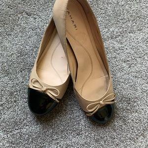 Tahari black 1' two toned heels 10